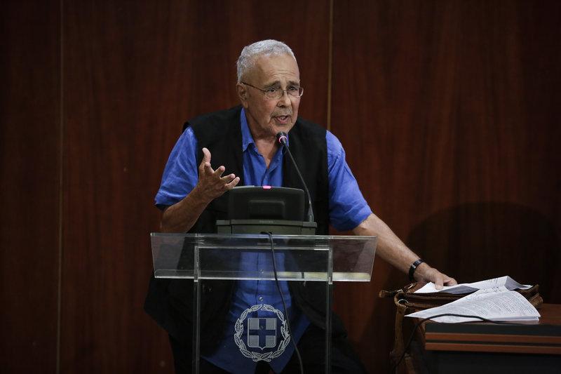 «Έχουμε πάθει σμίκρυνση κεφαλής» είπε απευθυνόμενος στον υπουργό Εξωτερικών ο Κώστας Ζουράρις.