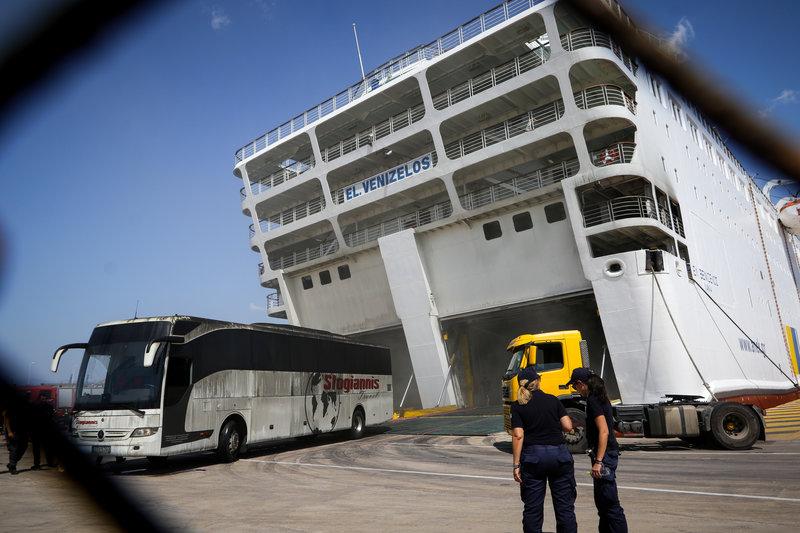 Το πλοίο από την Τετάρτη έχει πάρει μεγάλη κλίση