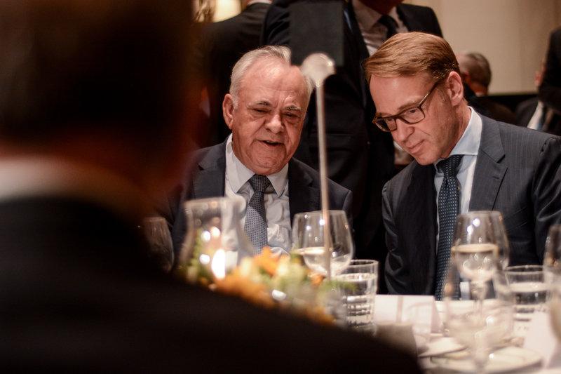 Ο Γιάννης Δραγασάκης (αριστερά) με τον Γενς Βάιντμαν (δεξιά)
