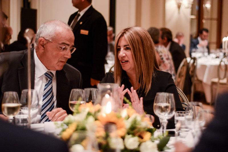 Ο πρόεδρος της ΕΕΤ Νικόλαος Καραμούζης (αριστερά) με την πρόεδο του ΚΙΝΑΛ Φώφη Γεννηματά