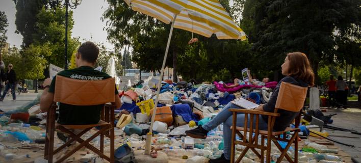 «Το πλαστικό ταξιδεύει»... στο Σύνταγμα, Φωτογραφίες: EUROKINISSI/ΤΑΤΙΑΝΑ ΜΠΟΛΑΡΗ