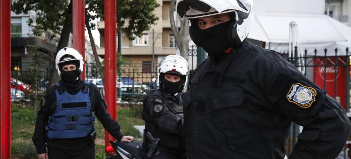 Κλοπή τσάντας, φωτογραφία: EUROKINISSI/ΓΙΩΡΓΟΣ ΚΟΝΤΑΡΙΝΗΣ