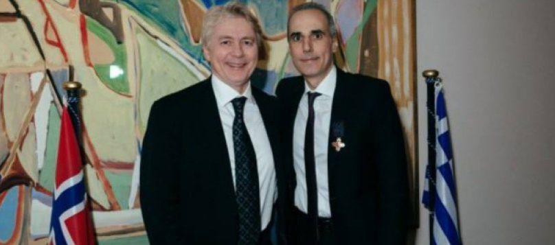 Δεξιά ο δικηγόρος Γιάννης Σαραντίτης