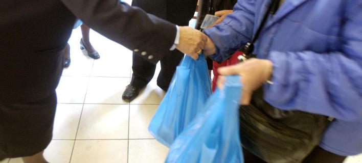 Λιγότερες πλαστικές σακούλες για μείωση της ρύπανσης του περιβάλλοντος / Φωτογραφία: Εurokinissi
