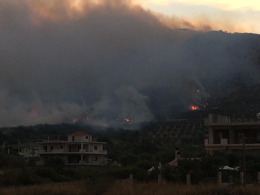Σε εξέλιξη πυρκαγιές στη Χαλκιδική και την Αιτωλοακαρνανία[Photos]
