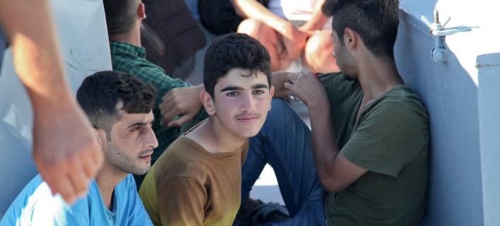 Μετανάστες σε πλοίο στο Αιγαίο /Φωτογραφία Αρχείου: Intime News