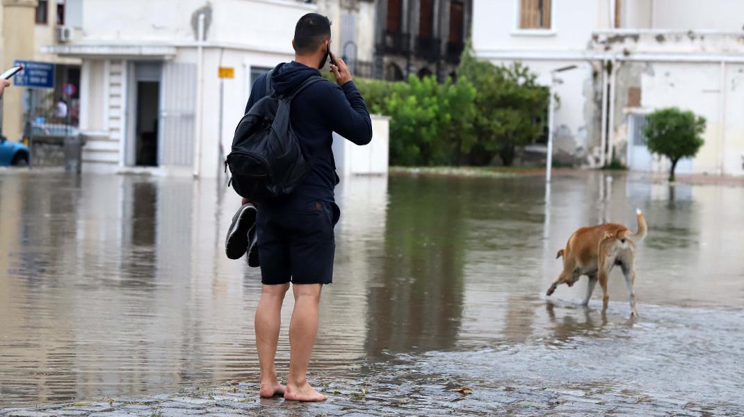 Θεσσσαλονίκη, 2018: Τη βροχή ο βρεγμένος δεν τη φοβάται -Φωτογραφία: ΜΟΤΙΟΝΤΕΑΜ/ ΒΕΡΒΕΡΙΔΗΣ ΒΑΣΙΛΗΣ