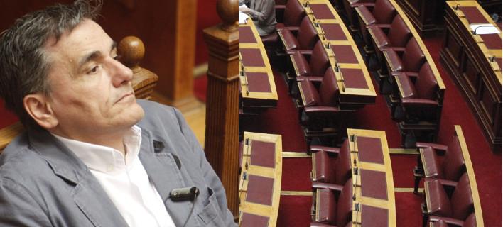 Ο Τσακαλώτος πέρασε όλα τα σκληρά μέτρα στη Βουλή με την αντιπολίτευση απούσα