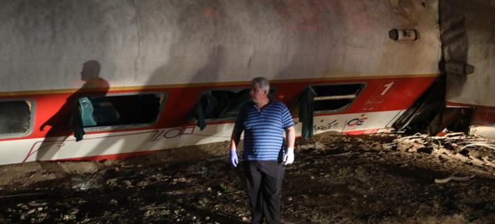 Εικόνες σοκ του εκτροχιασμένου τρένου -Τα αναποδογυρισμένα βαγόνια [εικόνες]