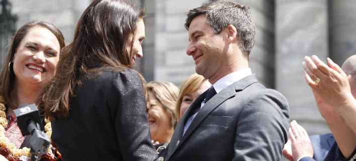 Η πρωθυπουργός της Ν. Ζηλανδίας και ο σύντροφός της (Φωτογραφία: AP/ Nick Perry)