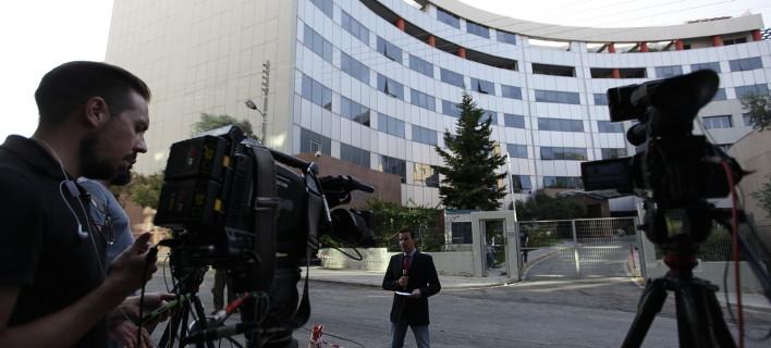 Τηλεοπτικές άδειες: Δίχασαν τα κόμματα και τα κανάλια