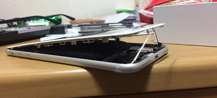 Συναγερμός για το iPhone 8 Plus: Πρήζεται η μπαταρία και το κινητό ανοίγει στα δύο -Περιστατικό και στην Ελλάδα