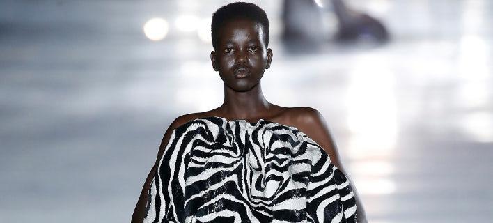 Η Αντούτ κατά την Εβδομάδα Μόδας στο Παρίσι (Φωτογραφία: Estrop/Getty Images
