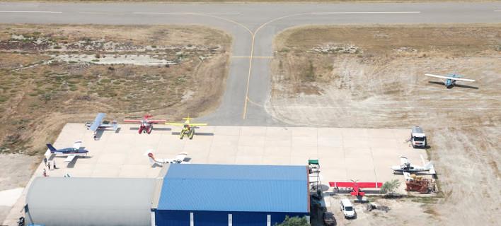 Διακινούσαν μετανάστες με μικρά αεροσκάφη στο αεροδρόμιο του Μεσολογγίου -Συνελήφθησαν 5 άτομα