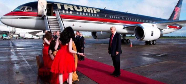 Μέσα στο ιδιωτικό τζετ του Τραμπ -Χρυσό και στα πόμολα [εικόνες]