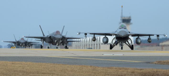 F-16 (Φωτογραφία αρχείου: Senior Airman Colby L. Hardin/U.S. Air Force photo via AP)