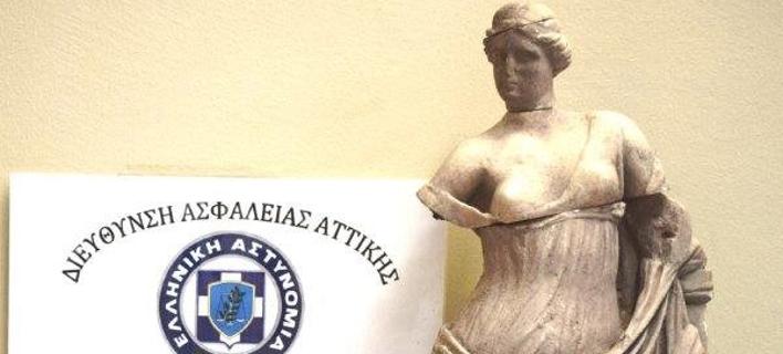 Αρχαιοκάπηλος ετοιμαζόταν να πουλήσει άγαλμα της Αφροδίτης και άλλα αντικείμενα για 350.000 ευρώ