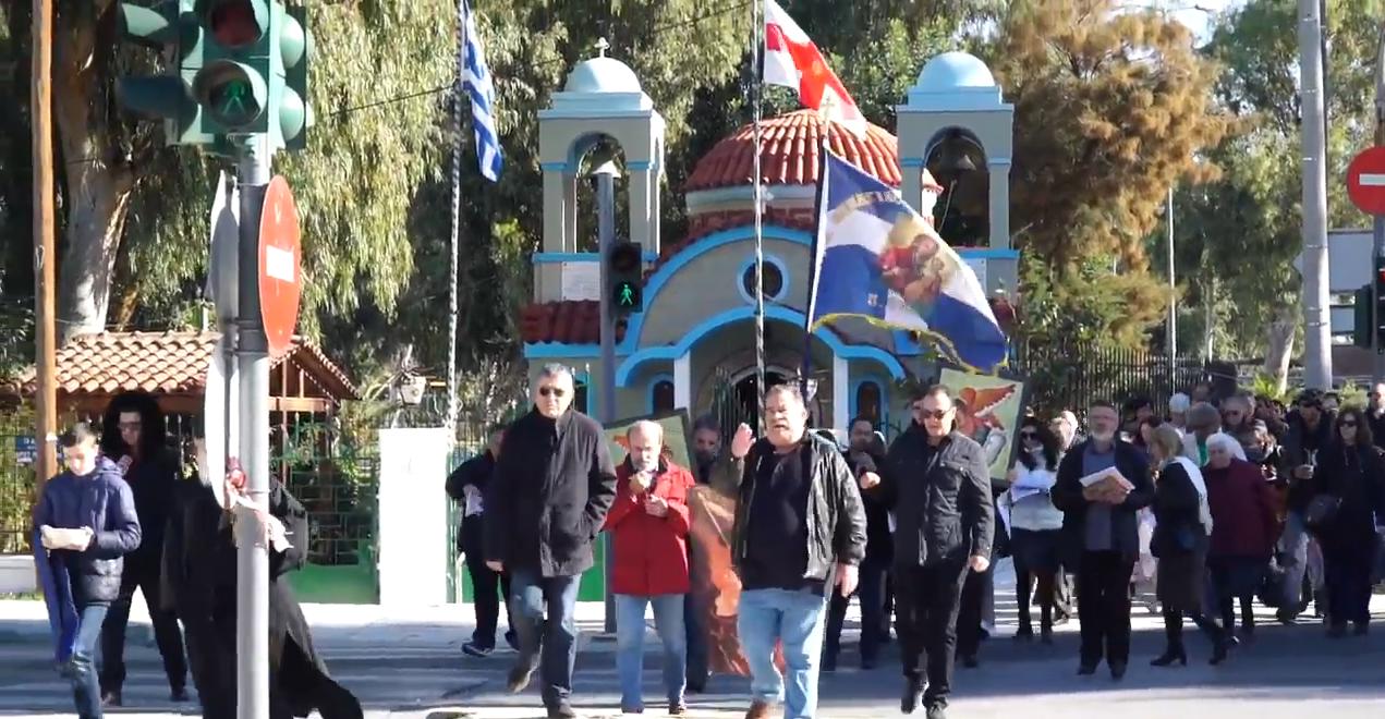 Αποτέλεσμα εικόνας για Απίστευτο! Πορεία με ψαλμωδίες και αγιασμό κατά του γλυπτού άγγελου στο Φάληρο