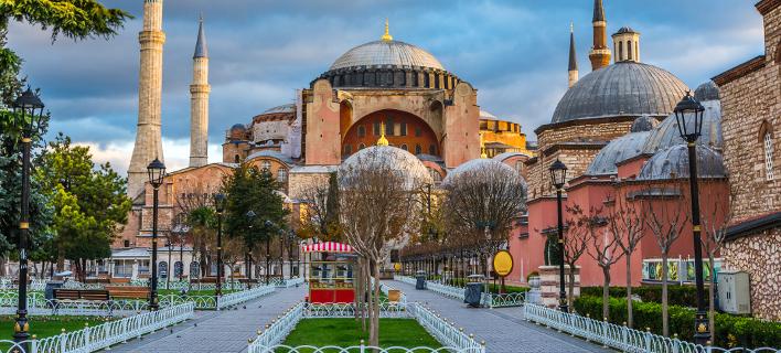 Αντεπίθεση Τούρκων για το κοράνι στην Αγιά Σοφιά με προκλήσεις