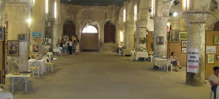Τουρκία: Εστησαν παζάρι μέσα στο ναό του Αγίου Χαραλάμπους στον Τσεσμέ!