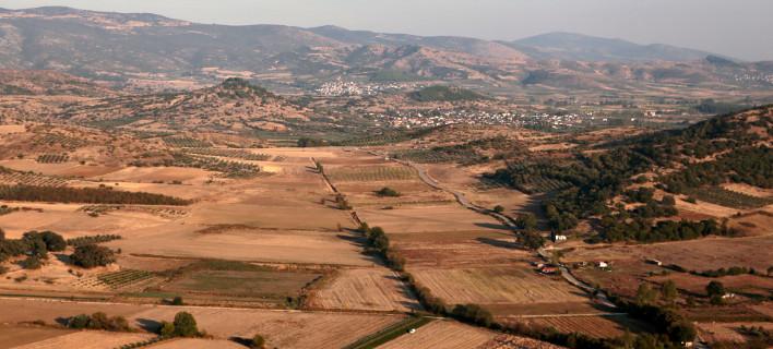 ΕΝΦΙΑ: Η κυβέρνηση κάνει πίσω για αγροτεμάχια & απαλλαγές