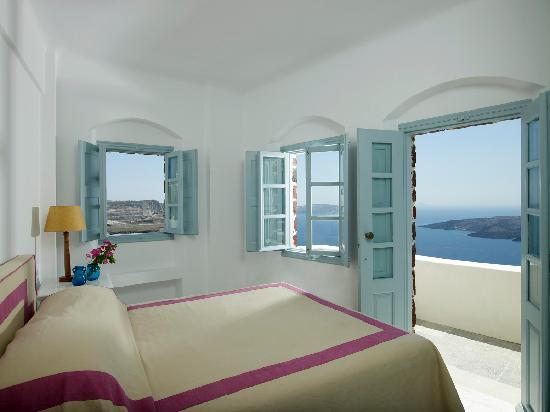 Kαλύτερο σε όλη την Ευρώπη ανακηρύχθηκε ιστορικό ξενοδοχείο της Σαντορίνης [εικόνες]