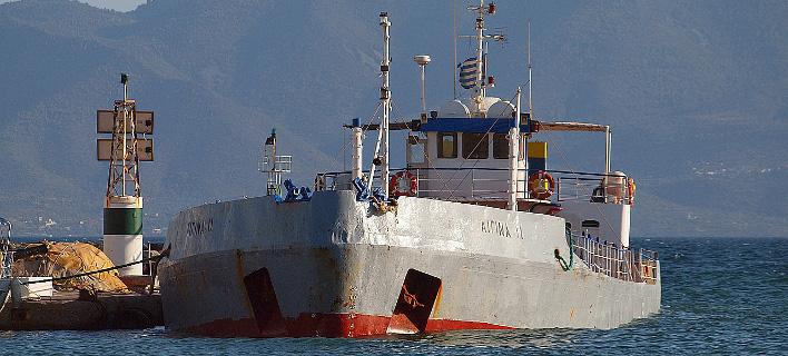 Δύο νεκροί σε σύγκρουση αλιευτικού σκάφους με υδροφόρα ανοιχτά της Αίγινας