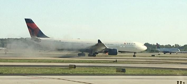 ΗΠΑ:  Αεροπλάνο με 274 επιβάτες άρχισε να βγάζει καπνούς κατά τη διάρκεια πτήσης [εικόνες]