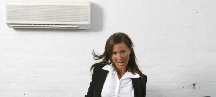 Γιατί οι γυναίκες κρυώνουν πιο πολύ με το air condition -Τι έδειξε νέα επιστημονική έρευνα