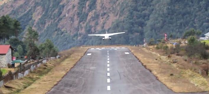 Αεροπλάνο κατά την προσγείωση