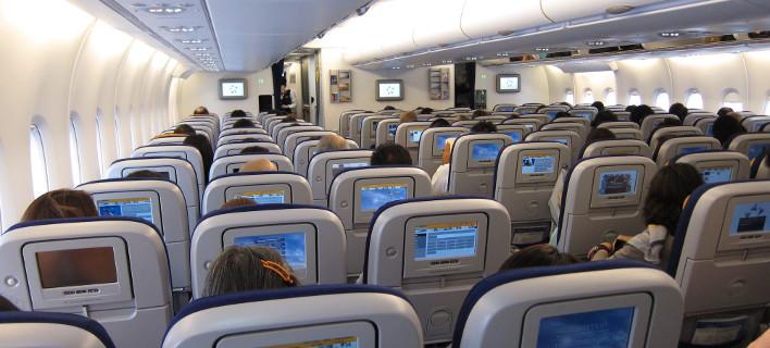 Image result for πράγματα που δεν πρέπει ποτέ να αγγίζετε μέσα στο αεροπλάνο!