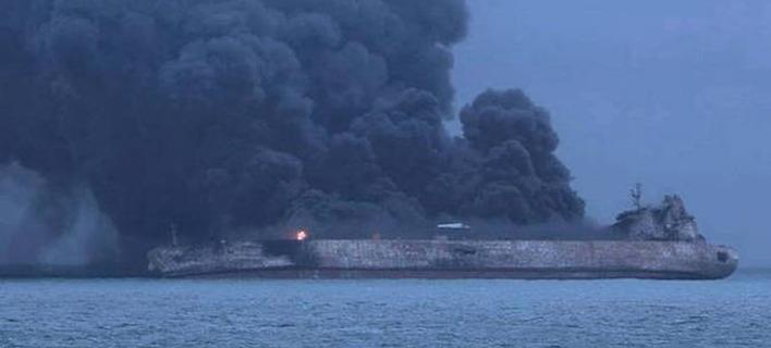 Κίνα: Δύο πετρελαιοκηλίδες 109 τετραγωνικών χιλιομέτρων σχηματίστηκαν στην επιφάνεια μετά το ναυάγιο του ιρανικού δεξαμενόπλοιου