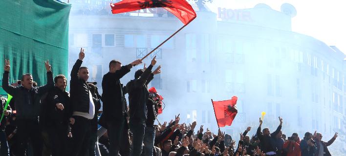 H αντιπολίτευση κάλεσε σε νέα αντικυβερνητική διαδήλωση αύριο (Φωτογραφία: ΑΡ/Hektor Pustina)
