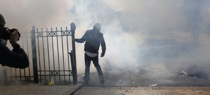 Νέα επεισόδια στην Αλβανία/ Φωτογραφία: AP- Visar Kryeziu