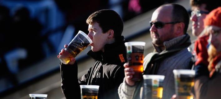 Μπαίνει στις εξέδρες το αλκοόλ/Φωτογραφία: DailyMirror