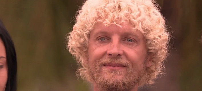 Nomads: Ποιος είναι ο Αλεξ Καββαδίας, με τις ξανθές μπούκλες που τρέλανε το Twitter: «Η Λάουρα με μούσι»