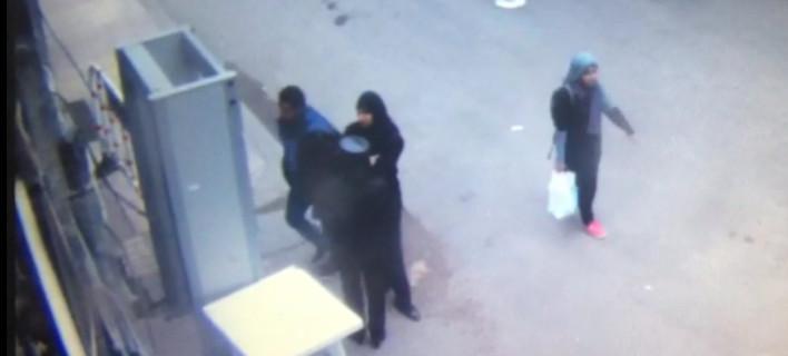 Η στιγμή που ο βομβιστής αυτοκτονίας ανατινάζεται έξω από την εκκλησία του Αγίου Μάρκου στην Αλεξάνδρεια [βίντεο]