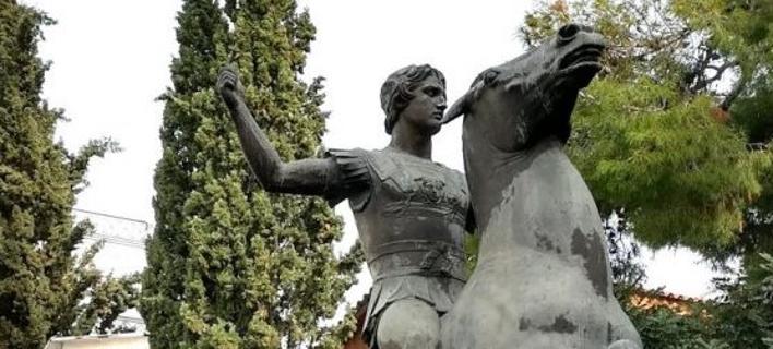 Αποκλειστικό: Στους Στύλους του Ολυμπίου Διός τοποθετείται το άγαλμα του Μ. Αλεξάνδρου [εικόνες]