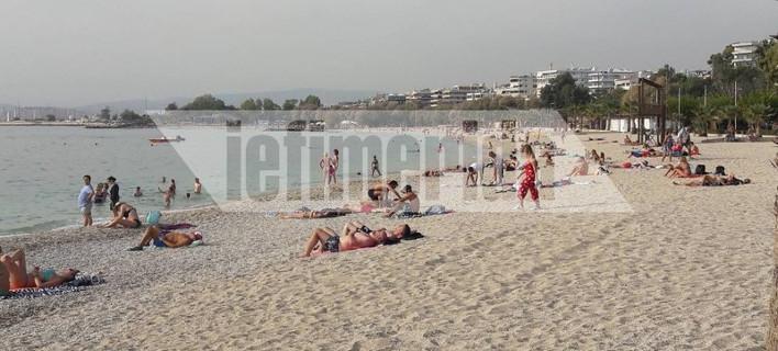 Γέμισε η παραλία του Αλίμου με λουόμενους