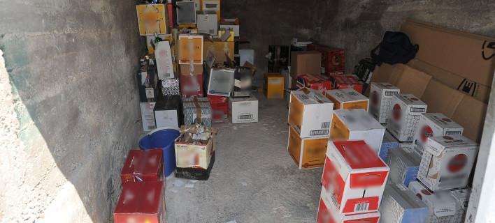 Παράνομο εργαστήριo νοθευμένων ποτών είχε στήσει 40χρονος στις Αχαρνές. Φωτογραφία: Eurokinissi/Αρχείο