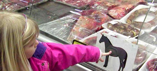 Απίστευτη πρόταση: Ταΐστε με κρέας αλόγου στους φτωχούς