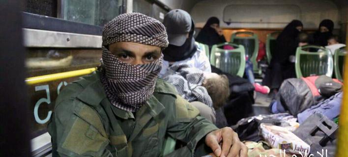 Μαχητής που συνδέεται με την αλ Κάιντα. ΦΩΤΟΓΡΑΦΙΑ: Syrian Central Military Media via AP