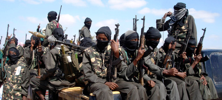 Μαχητές της τρομοκρατικής οργάνωσης Αλ Σαμπάμπ της Σομαλίας (Φωτογραφία: ΑΡ)