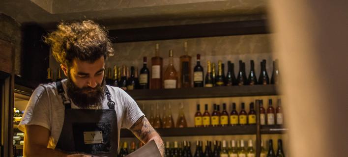Αλσι Σινανάι: Ο Ελληνας σεφ της νέας γενιάς, που τεμαχίζει το κρέας με πριόνι [εικόνες]