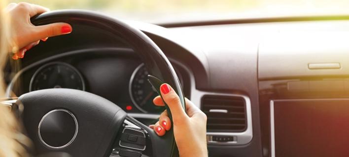 Οδήγηση, Φωτογραφία: Shutterstock/By Africa Studio