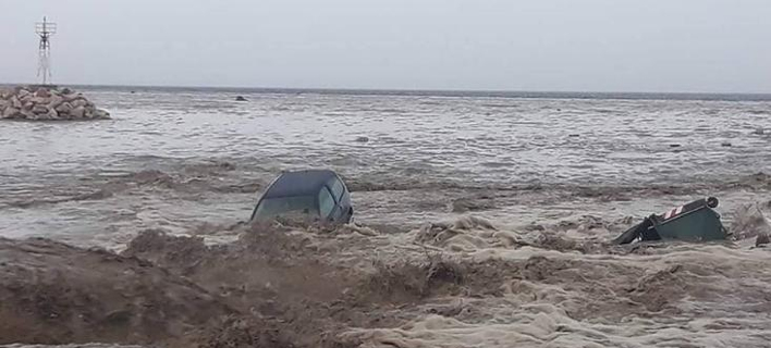 Το αυτοκίνητο κατέληξε στη θάλασσα/Φωτογραφία: facebook/Στέλιος Γεωρ. Ρήγας