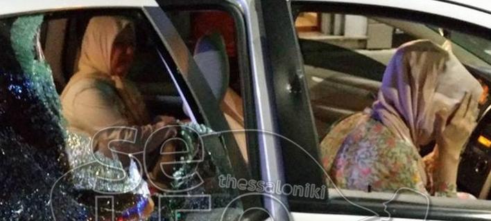 Θεσσαλονίκη: Εσπασαν όχημα με τουρκικές πινακίδες -Σοκαρισμένοι οι επιβάτες [εικόνες & βίντεο]
