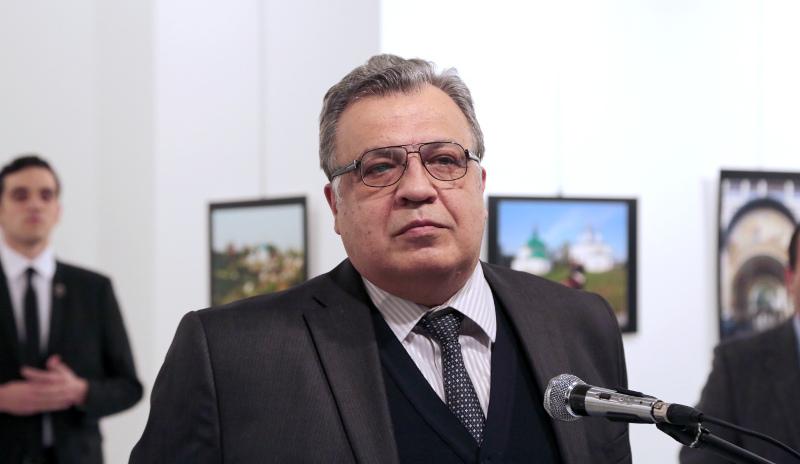 Συγκλονίζει η  μαρτυρία του φωτογράφου που κατέγραψε τη δολοφονία του Ρώσου πρέσβη