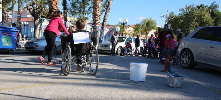 ΑμεA κατά Φίλη: Πετάει έξω από τις προσλήψεις εκπαιδευτικών τα άτομα με αναπηρία