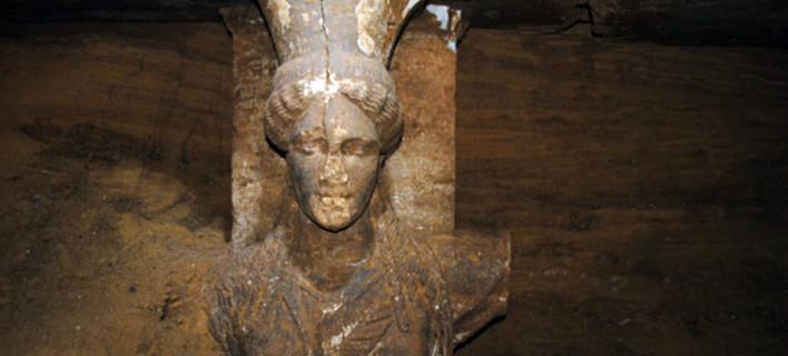 Reuters: Οι Ελληνες βρήκαν τους ήρωές τους στην Αμφίπολη -Ενα έθνος πάνω από τον ιερό τάφο